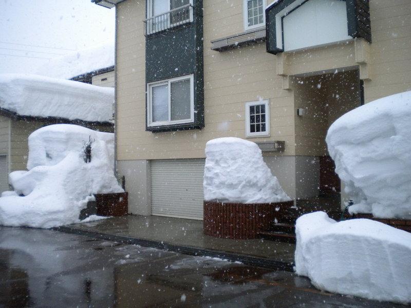 お客様のご要望 新築時(平成元年)に灯油を熱源とする屋根融雪システムを...  小千谷市:灯油式