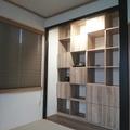 床の間を収納を兼ねた飾り棚に